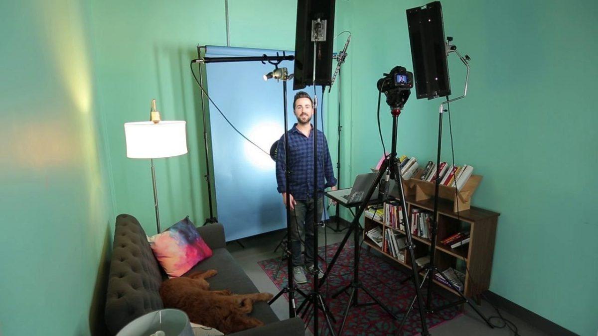 Setup lên cảnh quay mini studio cho video